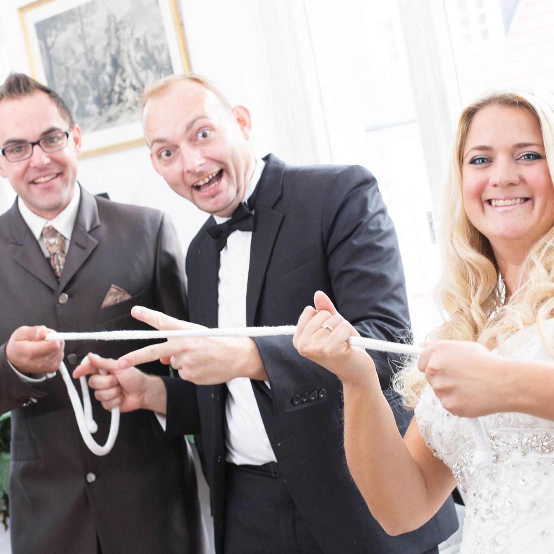 magische Momente der Zauberei mit dem Hochzeitspaar